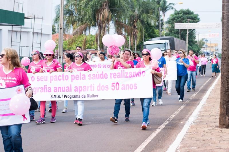 92b4de484a35a Ações do Outubro Rosa têm início em Jataí com caminhada pelo centro ...
