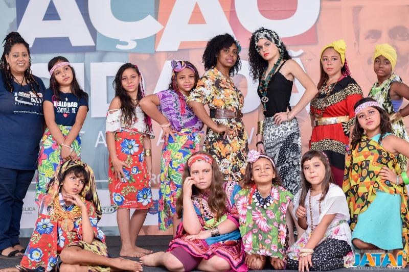 365c1a9d4 Oficina da Beleza Negra promove empoderamento feminino em desfile no ...
